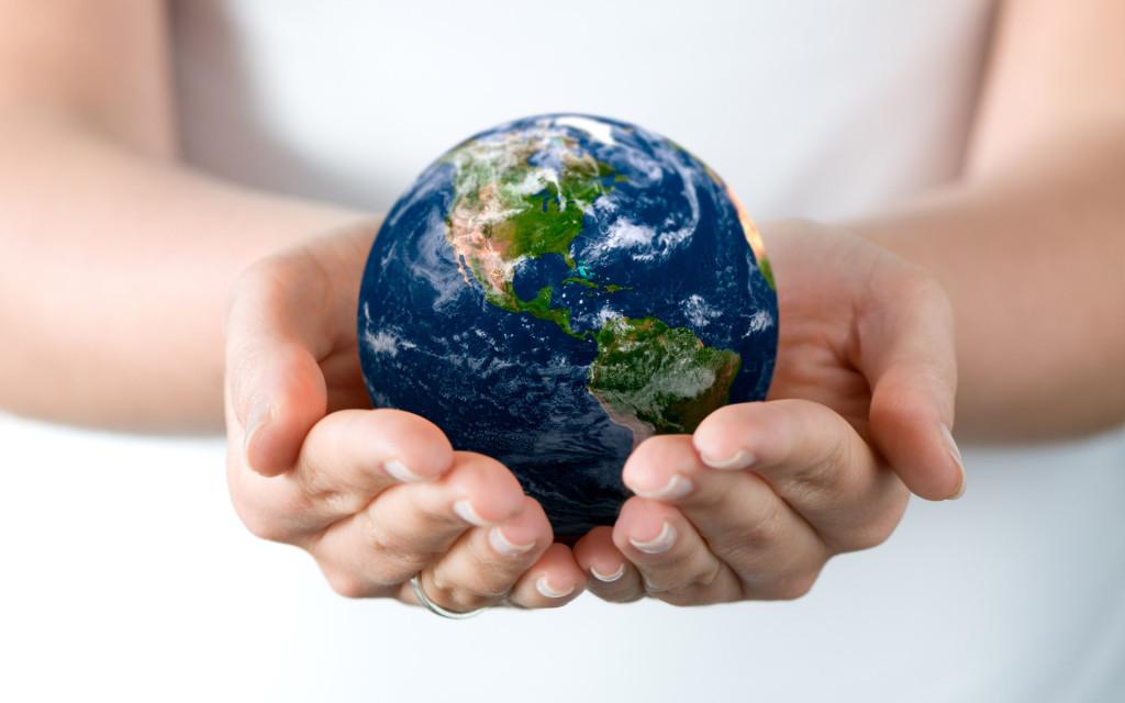 earth_on_hand_wallpaper-1024x640 Környezettudatosság