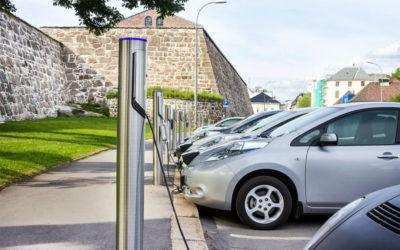 Autótöltés, napelem, energiatárolás egy helyen?