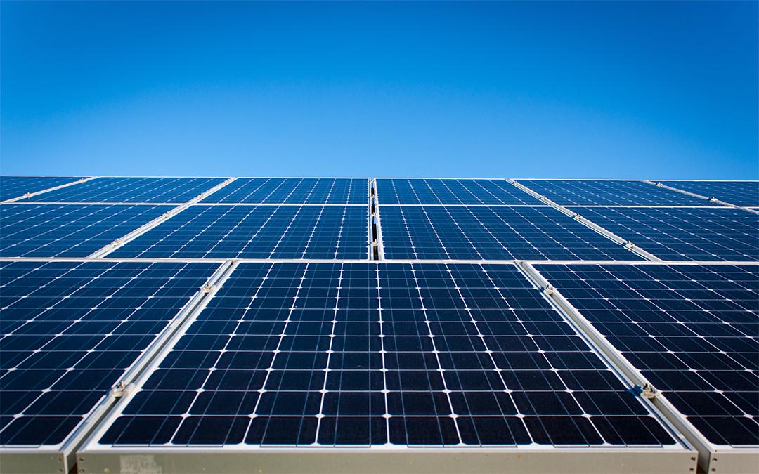 Mi okozza azt, hogy a napelemes rendszerek több, mint kétharmadánál telepítési hiba áll fenn?