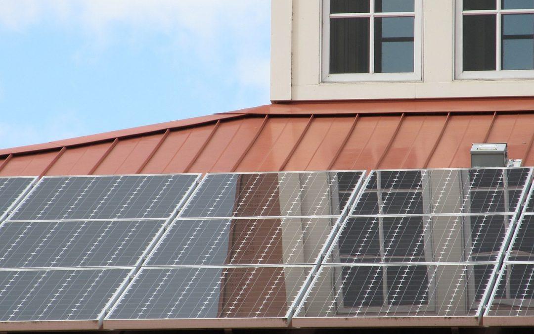 A napelem vonzza a szomszédok tekintetét – 5 érv a telepítés mellett